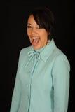 γελώντας γυναίκα φορεμά&tau Στοκ εικόνες με δικαίωμα ελεύθερης χρήσης