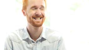 Γελώντας κόκκινο άτομο γενειάδων τρίχας Στοκ εικόνα με δικαίωμα ελεύθερης χρήσης