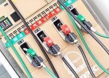 γεμίζοντας αντλίες μηχανών αερίου Στοκ Εικόνες