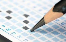 Γεμίστε την απάντηση στο φύλλο απάντησης, εστιάστε στο επικεφαλής μολύβι Στοκ εικόνες με δικαίωμα ελεύθερης χρήσης