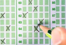 Γεμίστε το σταυρό στο φύλλο απάντησης Στοκ εικόνες με δικαίωμα ελεύθερης χρήσης