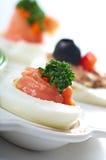 Γεμισμένα αυγά με το σολομό Στοκ Εικόνες