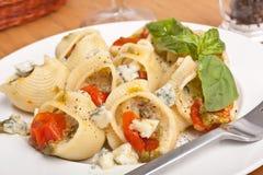 Γεμισμένα κοχύλια ζυμαρικών Pesto Στοκ Εικόνες