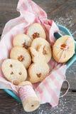 Γεμισμένα μαρμελάδα μπισκότα Πάσχας Στοκ φωτογραφία με δικαίωμα ελεύθερης χρήσης