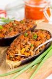 Γεμισμένη μελιτζάνα, μελιτζάνα, επίγειο βόειο κρέας, χοιρινό κρέας, λαχανικά, toma Στοκ Εικόνες