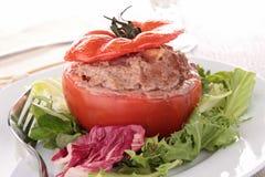 Γεμισμένη ντομάτα με το βόειο κρέας Στοκ φωτογραφία με δικαίωμα ελεύθερης χρήσης