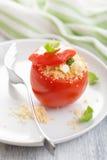 Γεμισμένη ντομάτα με το κουσκούς και φέτα Στοκ εικόνες με δικαίωμα ελεύθερης χρήσης