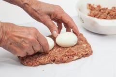Γεμισμένη meatloaf προετοιμασία Στοκ φωτογραφία με δικαίωμα ελεύθερης χρήσης