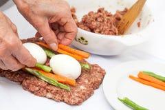 Γεμισμένη meatloaf προετοιμασία Στοκ Φωτογραφία