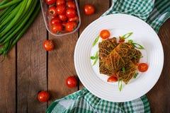 Γεμισμένοι ρόλοι λάχανων κραμπολάχανου στη σάλτσα ντοματών Στοκ φωτογραφία με δικαίωμα ελεύθερης χρήσης