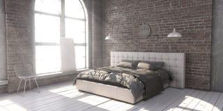 Γεμισμένο κρεβάτι μεγέθους βασιλιάδων στην κρεβατοκάμαρα ύφους σοφιτών Στοκ φωτογραφία με δικαίωμα ελεύθερης χρήσης