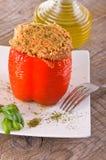 Γεμισμένο πιπέρι κουδουνιών στο άσπρο πιάτο Στοκ φωτογραφία με δικαίωμα ελεύθερης χρήσης