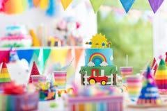 Γενέθλια αγοριών Κέικ για λίγο παιδί Κόμμα παιδιών Στοκ εικόνα με δικαίωμα ελεύθερης χρήσης