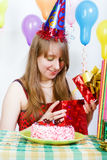 Γενέθλια ενός νέου κοριτσιού Στοκ φωτογραφία με δικαίωμα ελεύθερης χρήσης