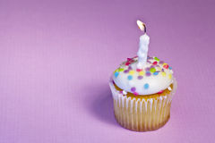 γενέθλια cupcake ευτυχή Στοκ Φωτογραφία