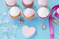 Γενέθλια cupcakes στοκ εικόνες με δικαίωμα ελεύθερης χρήσης