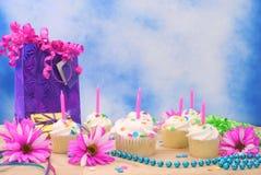 γενέθλια cupcakes Στοκ εικόνα με δικαίωμα ελεύθερης χρήσης
