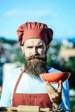 Γενειοφόρος αρχιμάγειρας μαγείρων ατόμων Στοκ Φωτογραφία