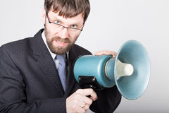 Γενειοφόρος επιχειρηματίας που φωνάζει μέσω του bullhorn Δημόσιες σχέσεις το άτομο εκφράζει τις διάφορες συγκινήσεις φωτογραφίες  Στοκ φωτογραφία με δικαίωμα ελεύθερης χρήσης