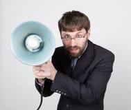 Γενειοφόρος επιχειρηματίας που φωνάζει μέσω του bullhorn Δημόσιες σχέσεις το άτομο εκφράζει τις διάφορες συγκινήσεις φωτογραφίες  Στοκ Φωτογραφία