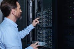 Γενειοφόρος καθιέρωση ατόμων της Νίκαιας ο κεντρικός υπολογιστής δικτύων Στοκ εικόνες με δικαίωμα ελεύθερης χρήσης