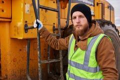 Γενειοφόρος χρυσή τοποθέτηση ανθρακωρύχων με το φορτηγό στοκ φωτογραφίες με δικαίωμα ελεύθερης χρήσης