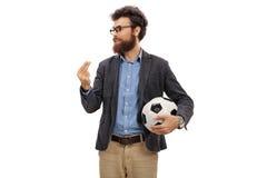 Γενειοφόρο άτομο με μια εξήγηση ποδοσφαίρου Στοκ Εικόνες