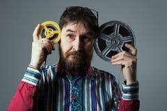 Γενειοφόρο άτομο με το εξέλικτρο δύο ταινιών στοκ φωτογραφία με δικαίωμα ελεύθερης χρήσης
