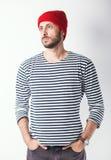 Γενειοφόρο άτομο με το ριγωτό πουκάμισο ναυτικών Στοκ Εικόνα