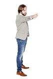 Γενειοφόρο άτομο που δείχνει το δάχτυλό του ενάντια σε κάποιο ανθρώπινη συγκίνηση, Στοκ εικόνες με δικαίωμα ελεύθερης χρήσης