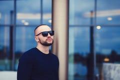 Γενειοφόρο άτομο στα γυαλιά ηλίου Στοκ Φωτογραφίες