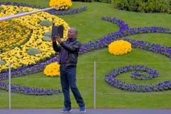 ΓΕΝΕΥΗ ΕΛΒΕΤΙΑ: νέο σχέδιο λουλουδιών ρολογιών Στοκ Εικόνα