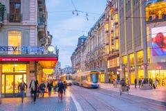 ΓΕΝΕΥΗ, ΕΛΒΕΤΙΑ - 6 Φεβρουαρίου 2018: Παλαιά πόλη της Γενεύης κωμοπόλεων τη νύχτα στην Ελβετία Είναι η second-most πυκνοκατοικημέ στοκ φωτογραφίες με δικαίωμα ελεύθερης χρήσης