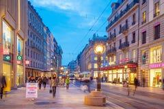 ΓΕΝΕΥΗ, ΕΛΒΕΤΙΑ - 6 Φεβρουαρίου 2018: Παλαιά πόλη της Γενεύης κωμοπόλεων τη νύχτα στην Ελβετία Είναι η second-most πυκνοκατοικημέ στοκ εικόνα με δικαίωμα ελεύθερης χρήσης