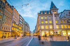ΓΕΝΕΥΗ, ΕΛΒΕΤΙΑ - 6 Φεβρουαρίου 2018: Παλαιά πόλη της Γενεύης κωμοπόλεων τη νύχτα στην Ελβετία Είναι η second-most πυκνοκατοικημέ στοκ εικόνα