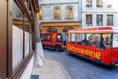 Γενεύη, Ελβετία - 18 Οκτωβρίου 2017: Πορτοκαλί λεωφορείο για το sightseei Στοκ εικόνα με δικαίωμα ελεύθερης χρήσης