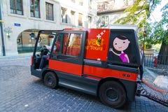 Γενεύη, Ελβετία - 18 Οκτωβρίου 2017: Πορτοκαλί λεωφορείο για το sightseei Στοκ εικόνες με δικαίωμα ελεύθερης χρήσης