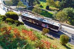 Γενεύη, Ελβετία - 18 Οκτωβρίου 2017: Σύγχρονο λεωφορείο στην οδό Στοκ Εικόνα