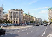 Γενική άποψη σχετικά με τις οδούς Marszalkowska και Plac Konstytucji σε Wa Στοκ Φωτογραφίες