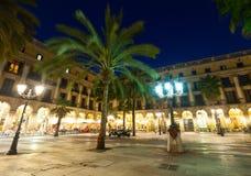 Γενική άποψη Placa Reial το χειμερινό βράδυ Βαρκελώνη Στοκ Φωτογραφία