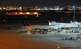 γενική όψη νύχτας εγκαταστάσεων αερολιμένων στοκ εικόνες