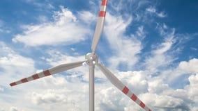 Γεννήτρια αέρα σε ένα κλίμα των όμορφων σύννεφων, η έννοια της χρησιμοποίησης των εναλλακτικών μεθόδων πηγών ενέργειας απόθεμα βίντεο