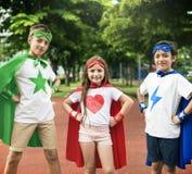 Γενναία έννοια φαντασίας κοριτσιών αγοριών Superhero Στοκ φωτογραφίες με δικαίωμα ελεύθερης χρήσης
