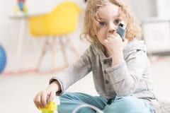 Γενναίος και συστηματικός στην πάλη της αλλεργίας του στοκ φωτογραφία με δικαίωμα ελεύθερης χρήσης