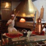 Γενναίος κατασκευαστής πιτσών pizzaiolo napoletan Στοκ εικόνες με δικαίωμα ελεύθερης χρήσης