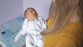 γεννημένο κορίτσι μωρών νέο φιλμ μικρού μήκους
