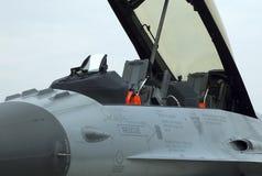 ΓΕΡΆΚΙ ΠΆΛΗΣ F-16 Β Στοκ Φωτογραφία