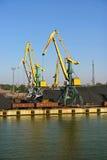 Γερανοί άνθρακα στο λιμάνι Στοκ Εικόνες
