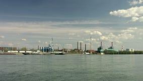 Γερανοί αποβαθρών στο λιμάνι απόθεμα βίντεο