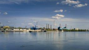 Γερανοί αποβαθρών στο λιμάνι φιλμ μικρού μήκους
